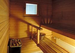 Ikkunasta valoa saunaan
