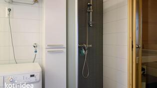 Kylpyhuone, jonka yhteydessä on kodinhoitotilat