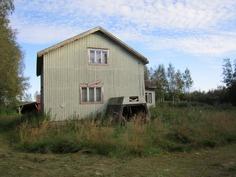 Tontilla oleva vanha talo