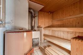 Taloyhtiön sauna talossa 2