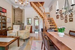 Olohuoneen portaat