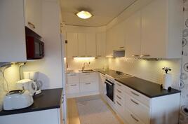 tyylikäs, uusittu keittiö