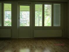 Olohuoneesta ikkunat oleskelupihalle