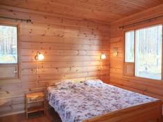 Makuuhuoneen 1:ssä ( 11 m2) on ikkunat kahteen suuntaan