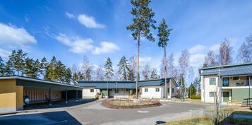 Piha-alue/Gårdsplan