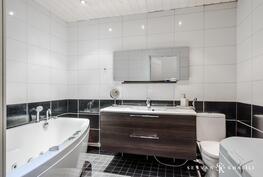 Tunnelmallinen kylpyhuone, jossa poreamme