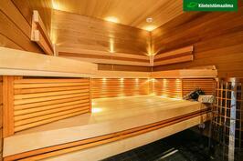 Upeasti valaistu saunaosasto