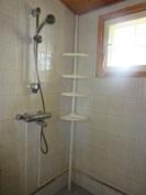 ... rantasaunamökin laatoitettu kylpyhuone ja ...