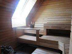 ... talon yläkerran edustustason saunassa sähkökiuas sekä ...