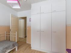 Makuuhuone (10,2 m2)