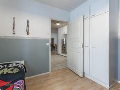 Makuuhuone (9,6 m2)
