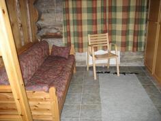 Pukuhuoneesta käynti saunatiloihin