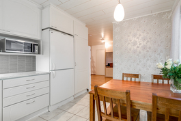 Siisti vaalea keittiö