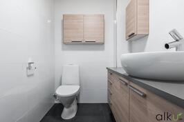 Erillisen wc-tilan kalustaminen on ihanaa
