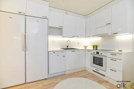 Keittiössä on ihanat valkoiset Topikeittiön kaapistot, valitse sopivat itsellesi!