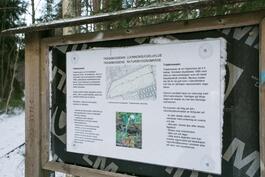 Yhtiön edestä alkaa Träskmossenin luonnonsuojelualue, jossa hyvät ulkoilumaastot