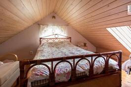 Vintillä on tunnelmallinen tila jota voi hyvin pitää vaikka vierashuoneena