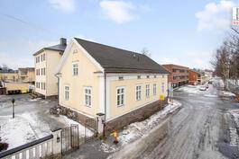 Asunto on talon kaupunginpuoleisessa päässä