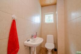 talossa on kaikkiaan kolme toilettia