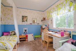 lasten huone.. talossa on kaikkiaan neljä makuuhuonetta