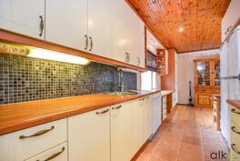 Kodin hehkuvat pintamateriaalivalinnat ovat hurmaavat.