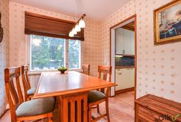 Olisiko ihanaa istuskella tässä perheen kanssa aamiaisella?