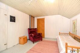 Vintillä on paljon tilaa, vaikka rakentaa kylpyhuone, vesijohdot on vedetty ylös jo valmiiksi!