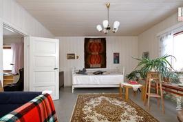 Makuuhuone 2 toiseen suuntaan kuvattuna