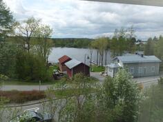 Näkymää yläkerran makuuhuoneen ikkunasta