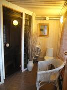 Kylpyhuone ulkonurkkauksessa