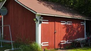 Ulkorakennuksessa on puuliiteri ja varastotilaa