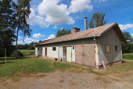 Ulkorakennus, jossa sauna/talli ja varastotilaa