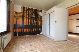 2. Makuuhuone keittiön vieressä