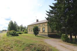 Talo Tampereentien suunnalta kuvattuna