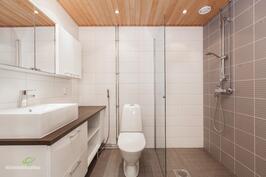 Tunnelmallinen kylpyhuone