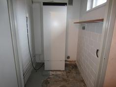 Laitehuone, jossa lämminvesivaraaja