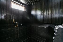 Tunnelmallinen sauna.