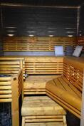 Kaunis sauna jossa kuituvalaistus