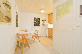 Vierashuone alakerrassa / Gästrum på bottenvåningen