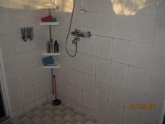 Tilava kylpyhuonetila-suihku