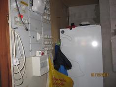 Sähköpääkeskus autokatoksen jatkona-Lämminvesivaraaja uusittu 2004