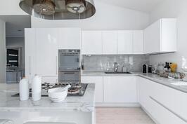 valkoisen keittiön voimaa ja viehätystä