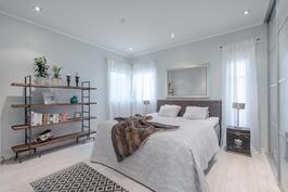 master bedroom, tämän huoneen yhteydessä myös oma wc