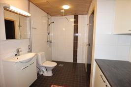 Tilava kph ja sauna + erillinen wc