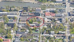 Paikka sijaitsee aivan kaupungin keskustassa.