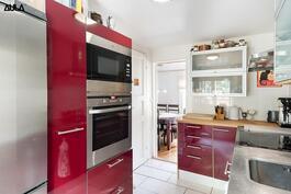 Tyylikäs keittiö Laatu koneilla.