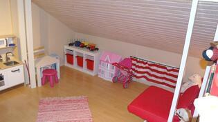 Lastenhuone yläkerrassa