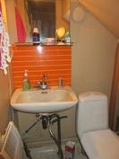 Talossa sisä-wc ja päävesijohto tulee taloon muoviputkella!