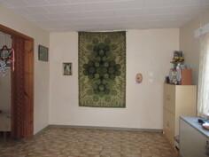 Kuvassa alakerran makuuhuone!