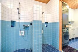 Kaksi suihkua tuovat ylellisyyttä.